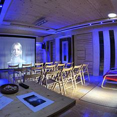 http://veronica-group.com/wp-content/uploads/2014/10/studio01.jpg